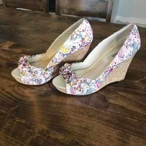 Steve Madden Pink paisley Camio cork wedges sz 8.5